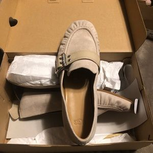 UGG Ladies Loafers.. Like new... 9 1/2